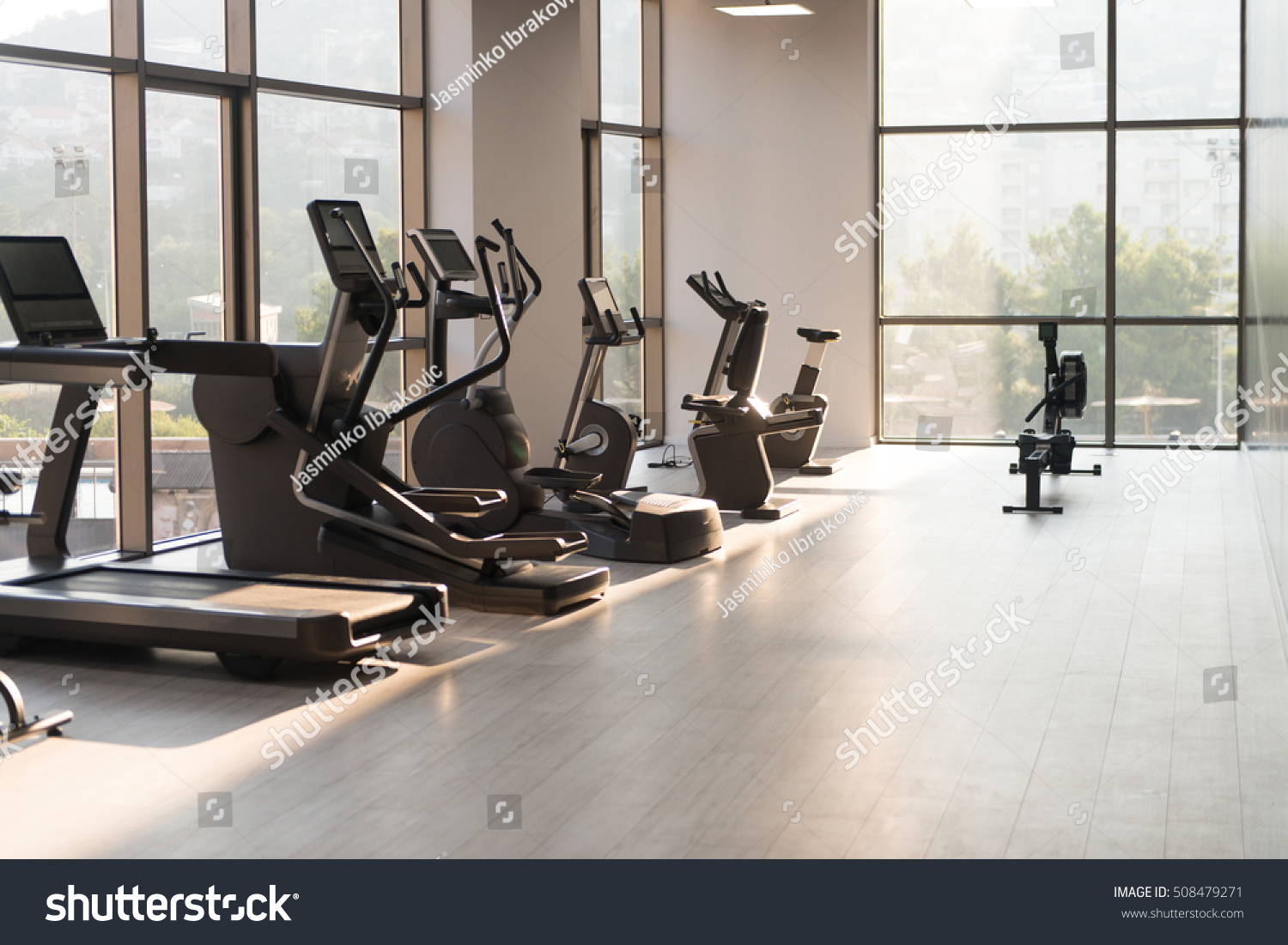 Fitnessraum modern  Modern Gym Room Fitness Center Equipment Stock Photo 508479271 ...