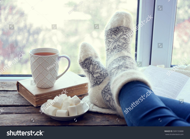 Gemutlich In Italiano : Female Legs Hot Drink Marshmallows On Stock Foto 509155888