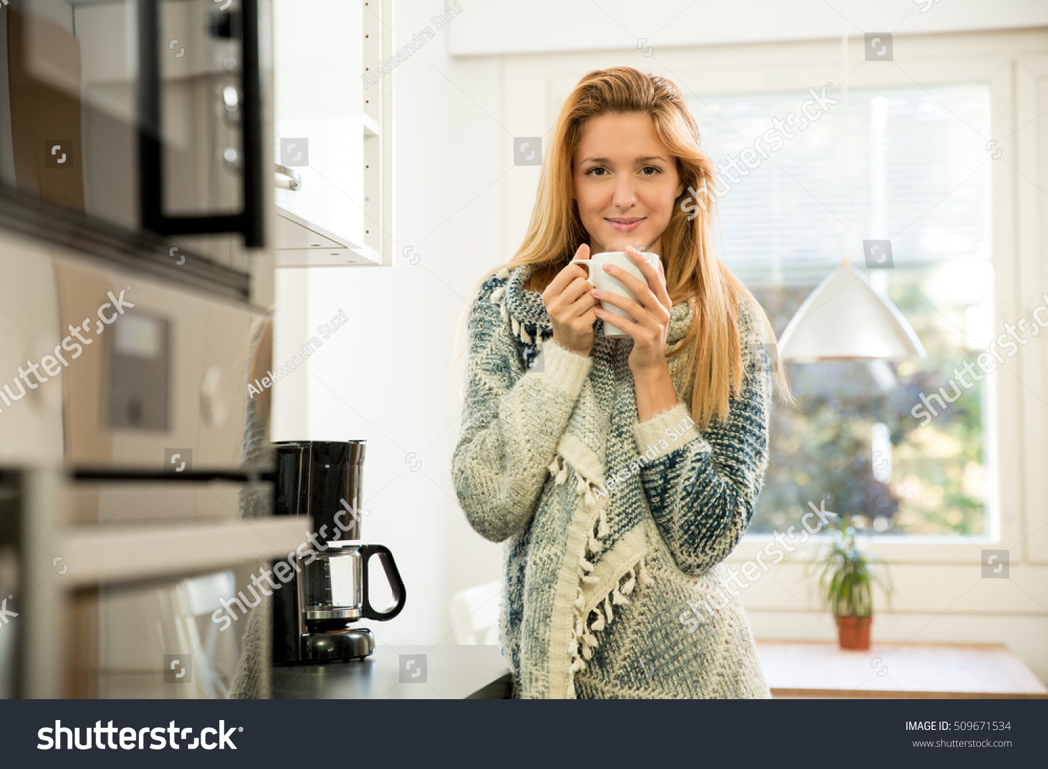 Woman Holding Cup Hot Coffee Hands Stock Photo 509671534 - Shutterstock