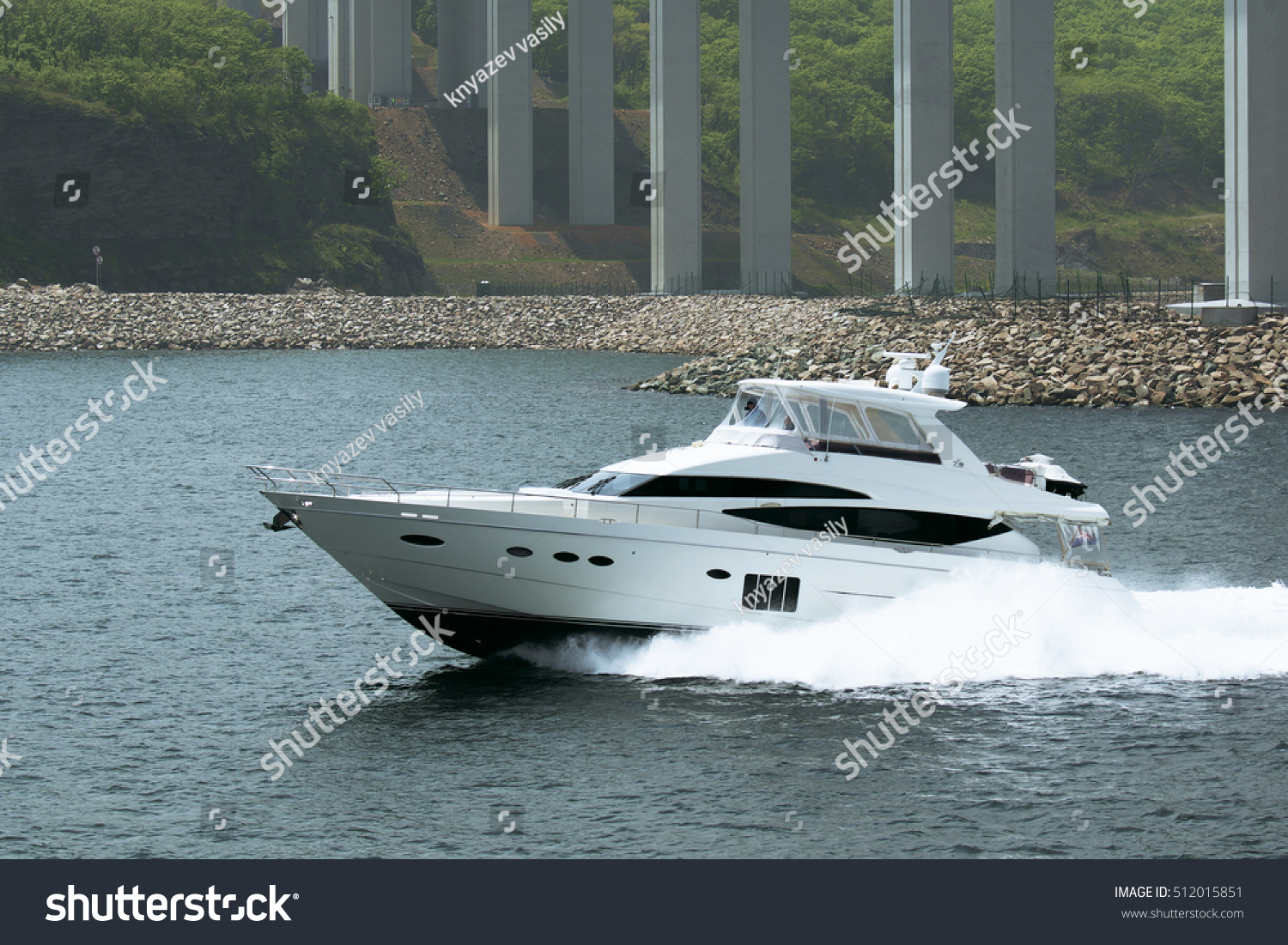 Highspeed motor yacht stock photo 512015851 shutterstock for Luxury motors of bay area