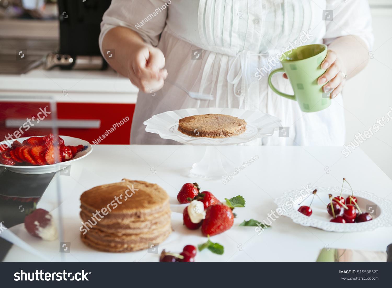 Woman Making Naked Cake Kitchen Stock Photo 515538622 - Shutterstock