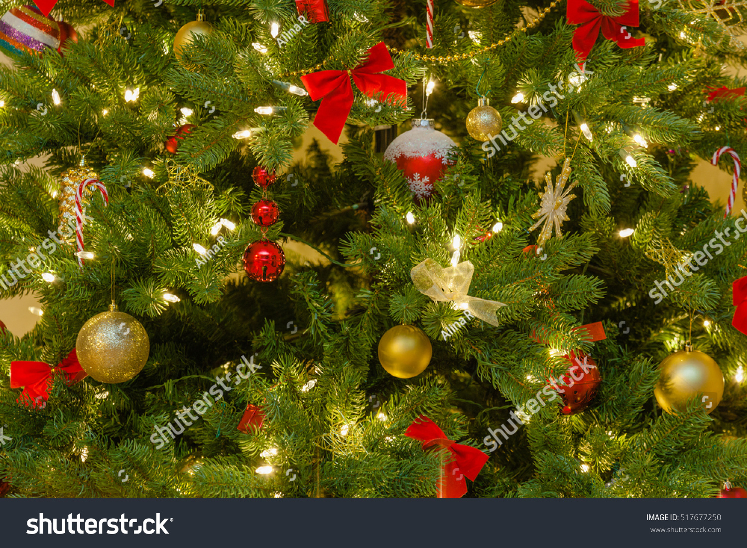 id 517677250 - Classic Christmas Tree Decorations