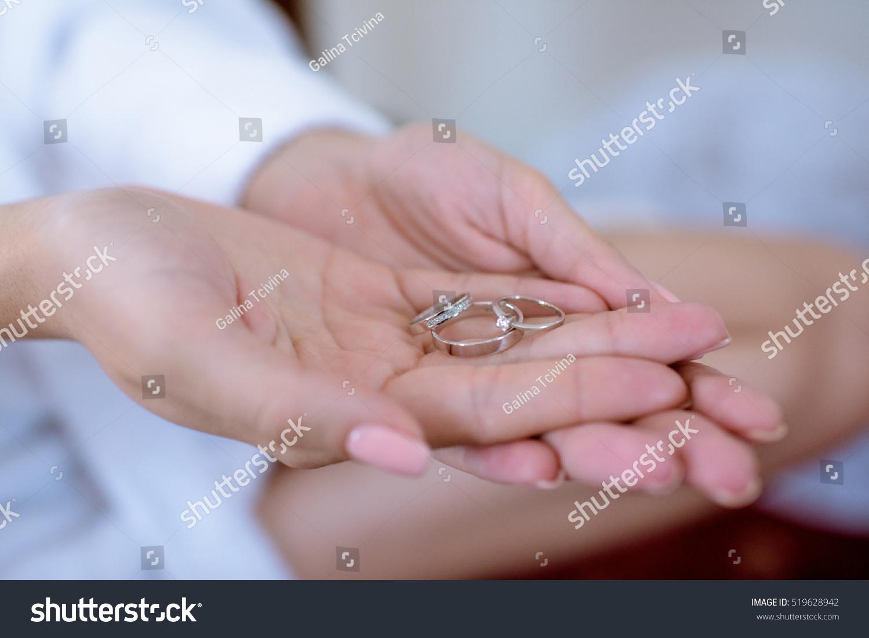 Bride holding her engagement ring. | EZ Canvas