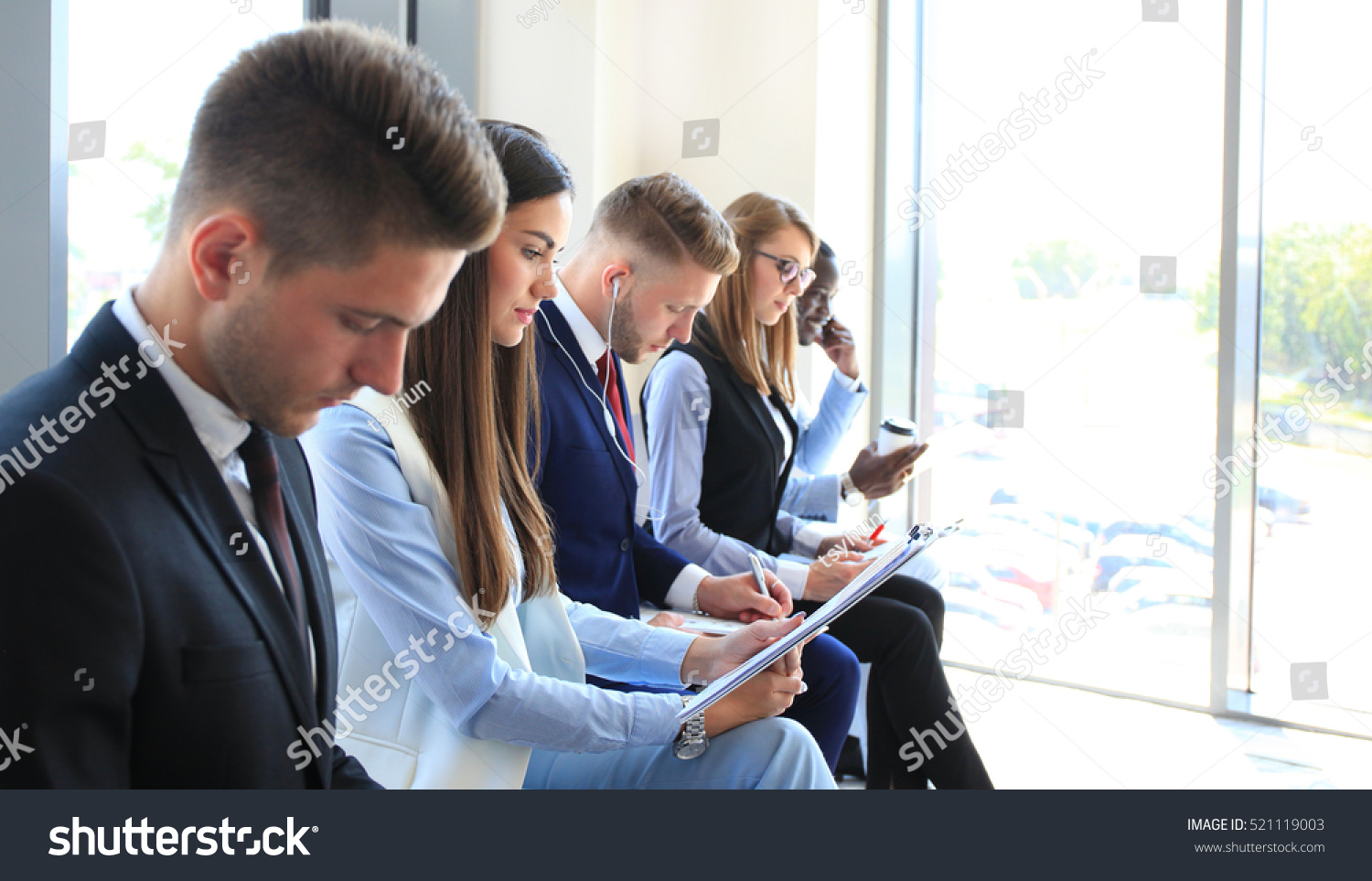 business people waiting job interview の写真素材 今すぐ編集