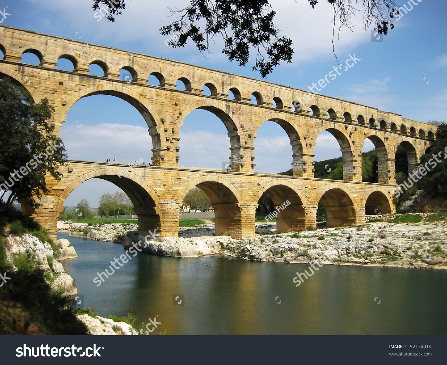 How Old Is The Aqueduct At Nimes 22