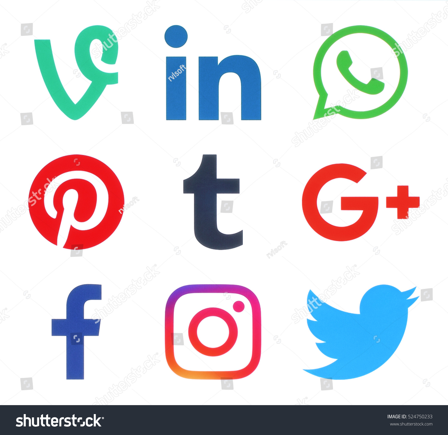 essay on social media (facebook and twitter) For my social media assignment social media reflective essay the major thing that makes me enjoy twitter more than facebook is, just because you follow me doesn't mean there's an obligation to follow you.