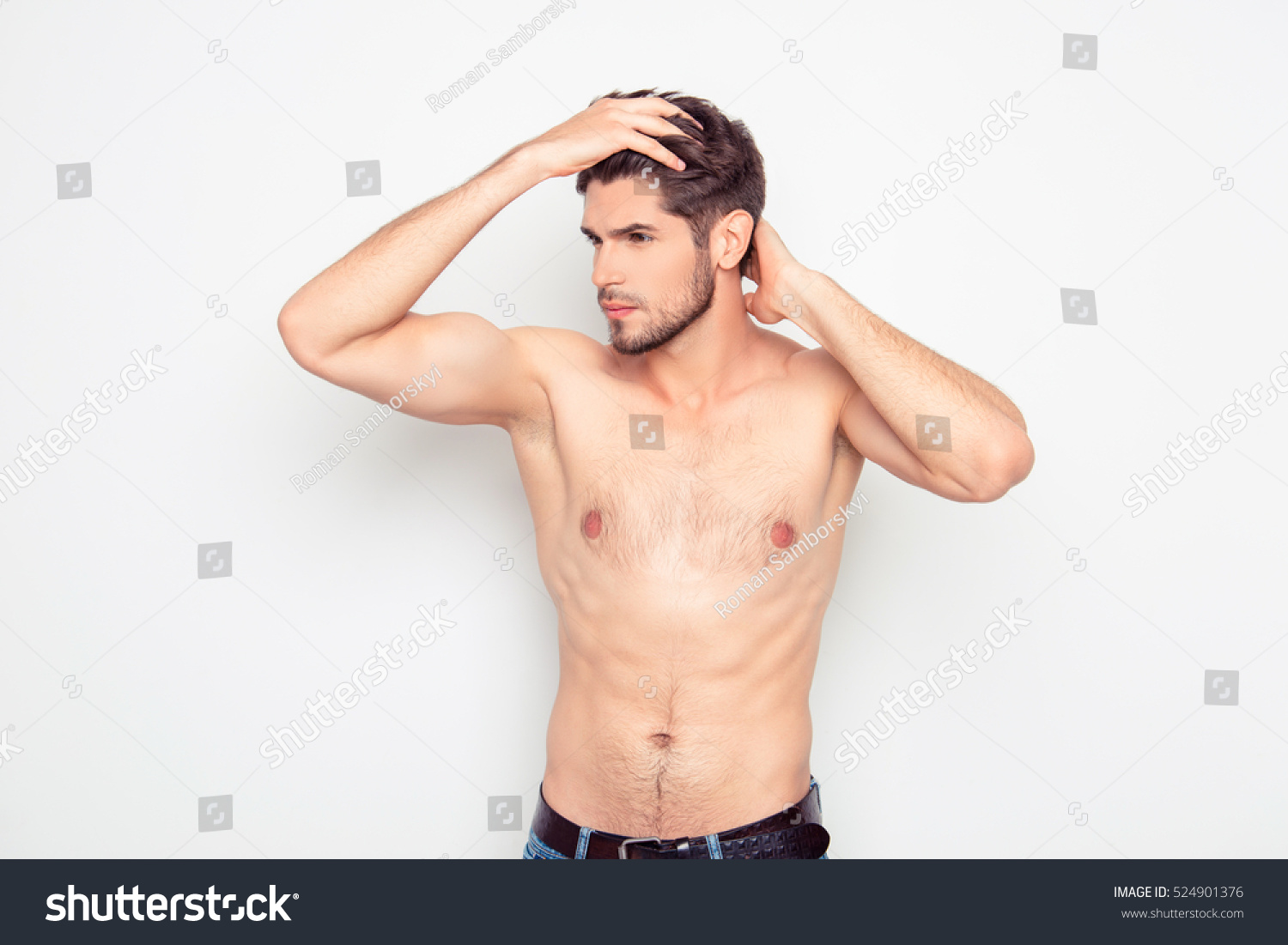 Guy combing hairy pussy