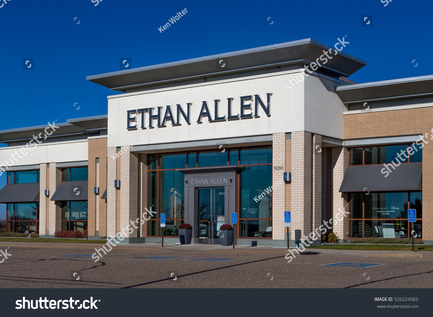 Captivating WOODBURY, MN/USA   NOVEMBER 13, 2016: Ethan Allen Store Exterior And