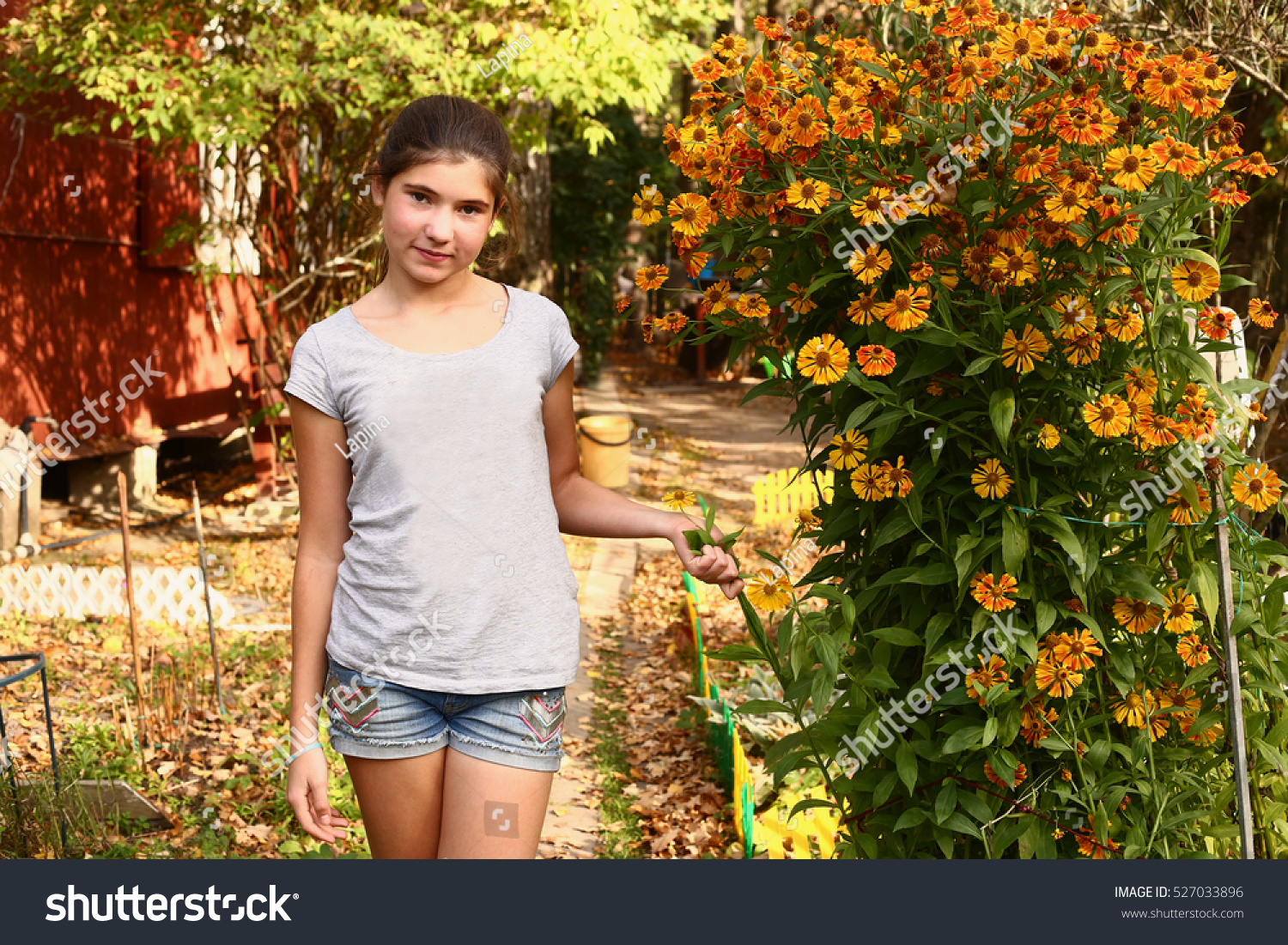 teen beautiful girl stand on the blossoming garden background | EZ ...