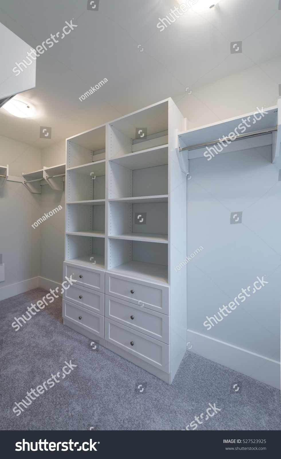 Exceptionnel Room With The Open Empty Closet, Working Closet, Cupboard With Some Racks,  Hangers