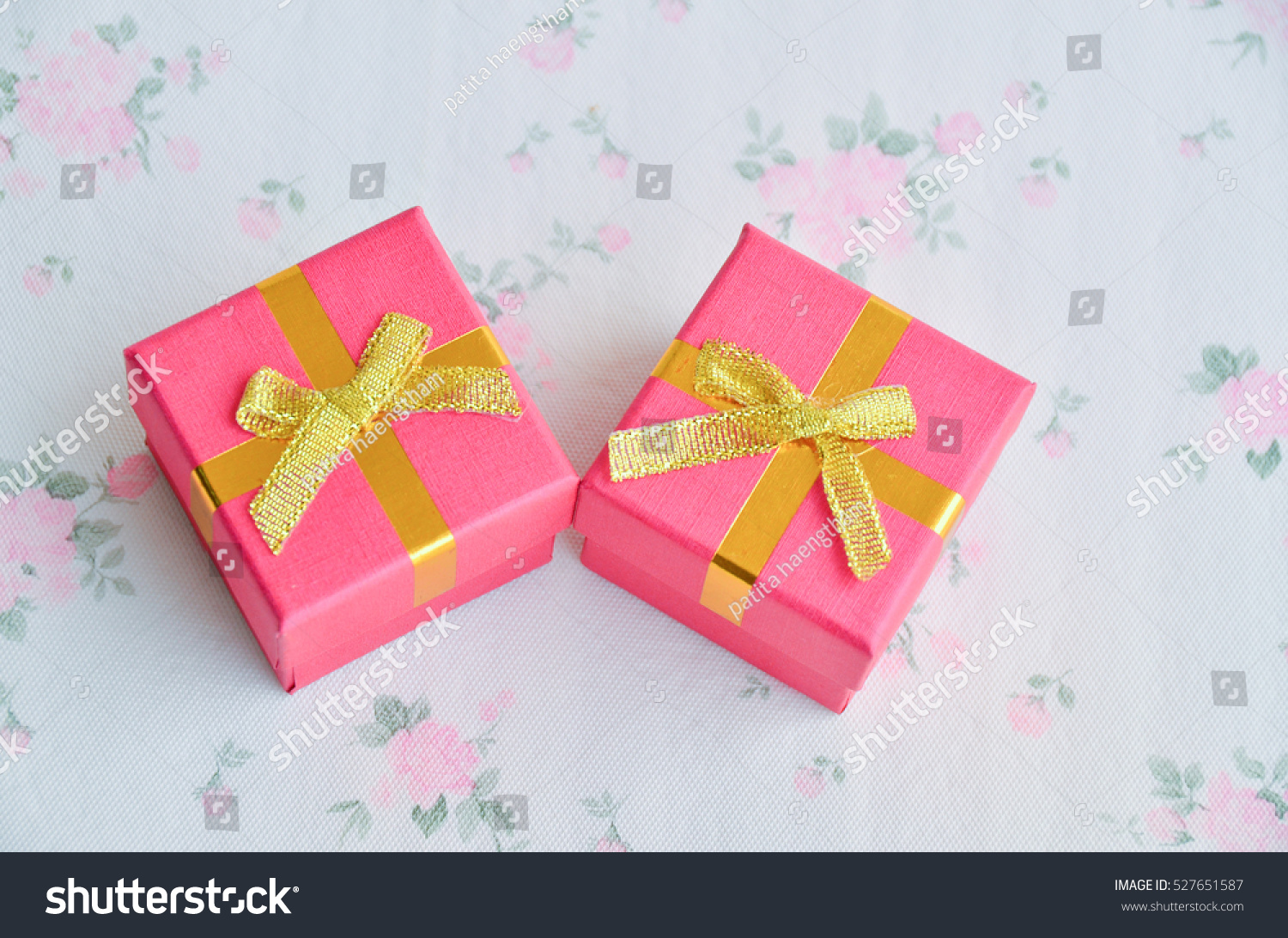 Jewelry Box White Gold Silver Rings Stock Photo 527651587 - Shutterstock
