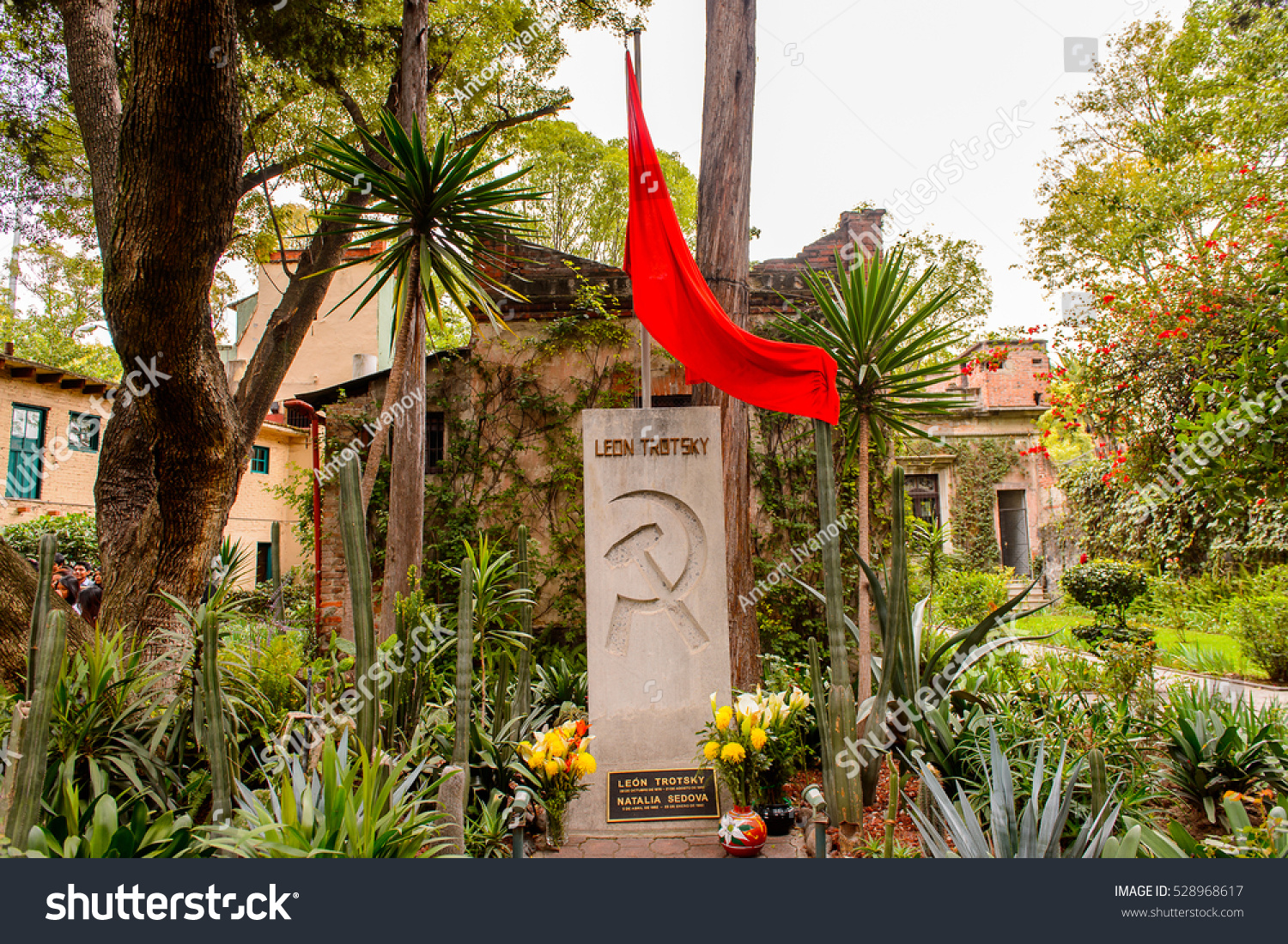 Perfect COYOACAN, MEXICO   OCT 28, 2016: Leon Trotsky Grave With The Soviet Symbolic