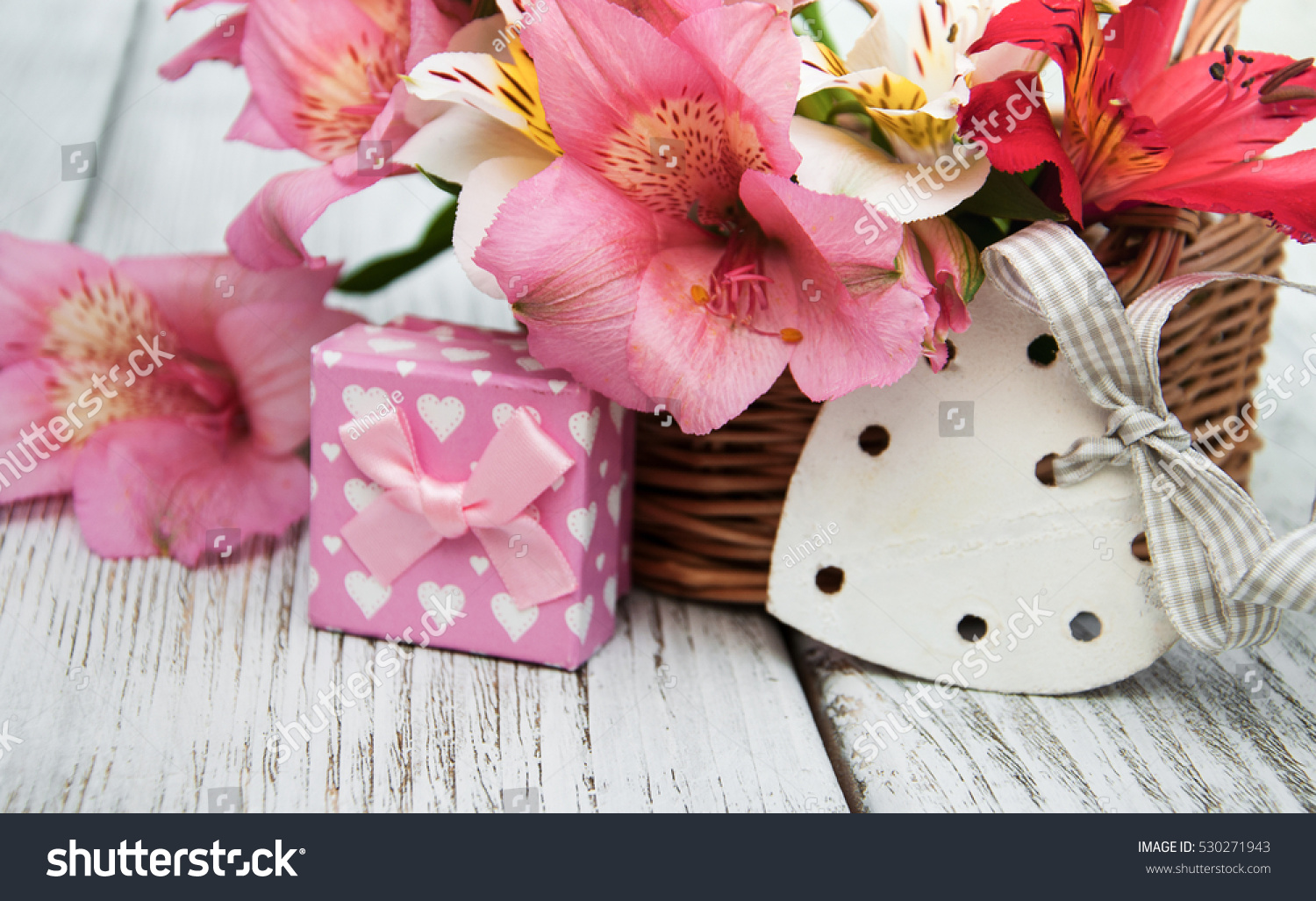 beautiful bouquet of pink alstroemeria with gift box | EZ Canvas