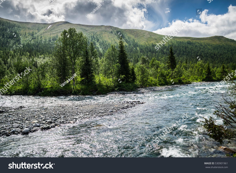 stock-photo-bank-of-manaraga-river-in-fr