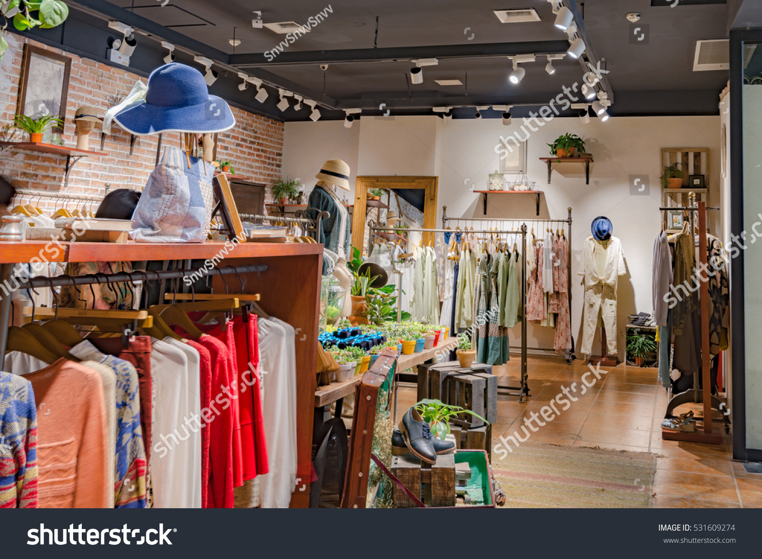 Clothing Store Clothes Stock Photo Edit Now 531609274 Shutterstock 0291 Kaos Giordano