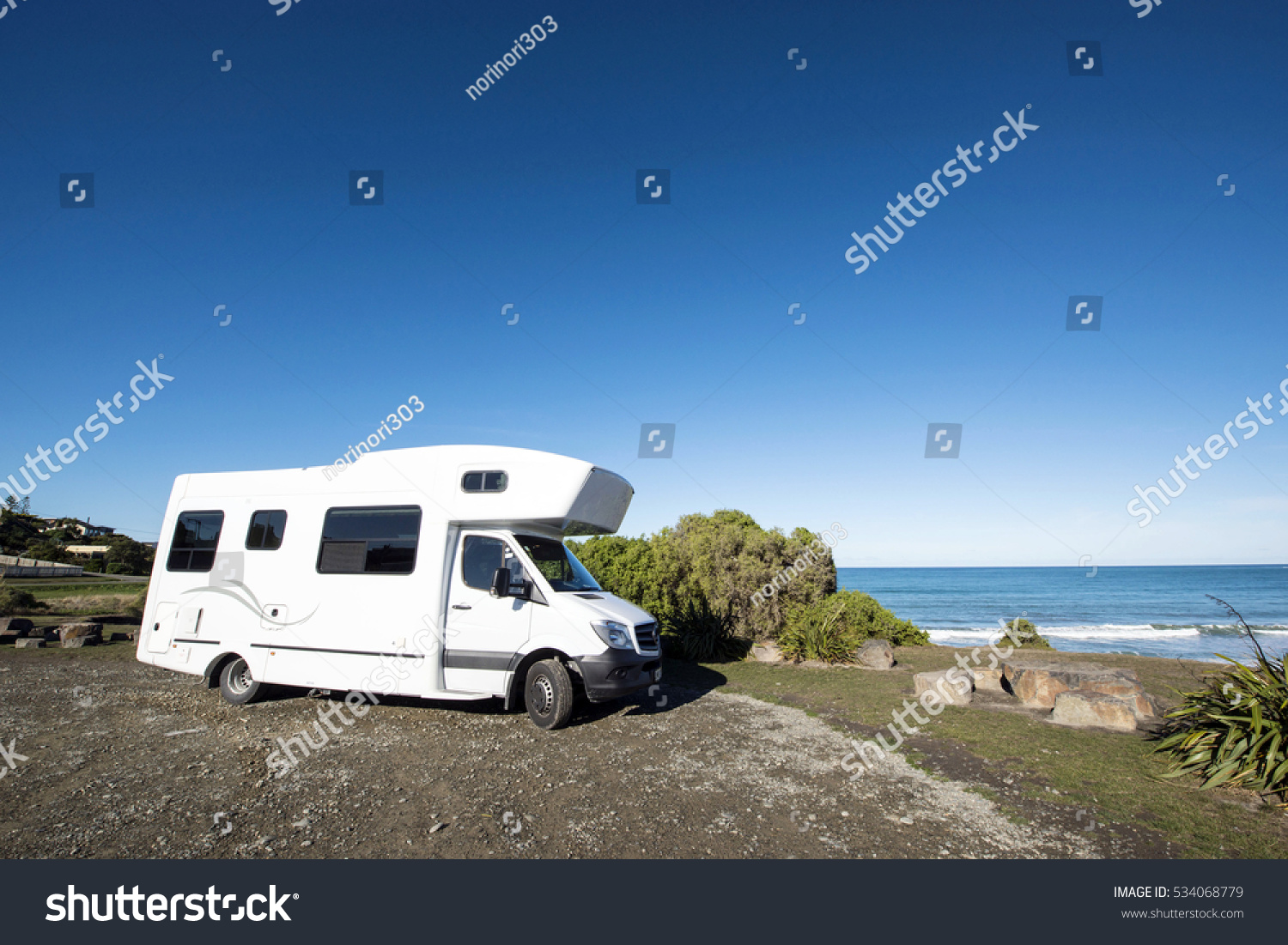 camping car and kakanui south island new zealand stock photo 534068779 shutterstock. Black Bedroom Furniture Sets. Home Design Ideas
