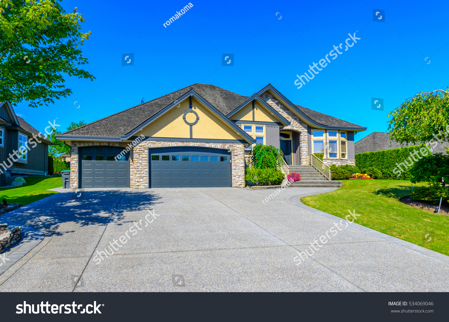 Big custom made luxury house nicely stock photo 534069046 for Garage in front of house