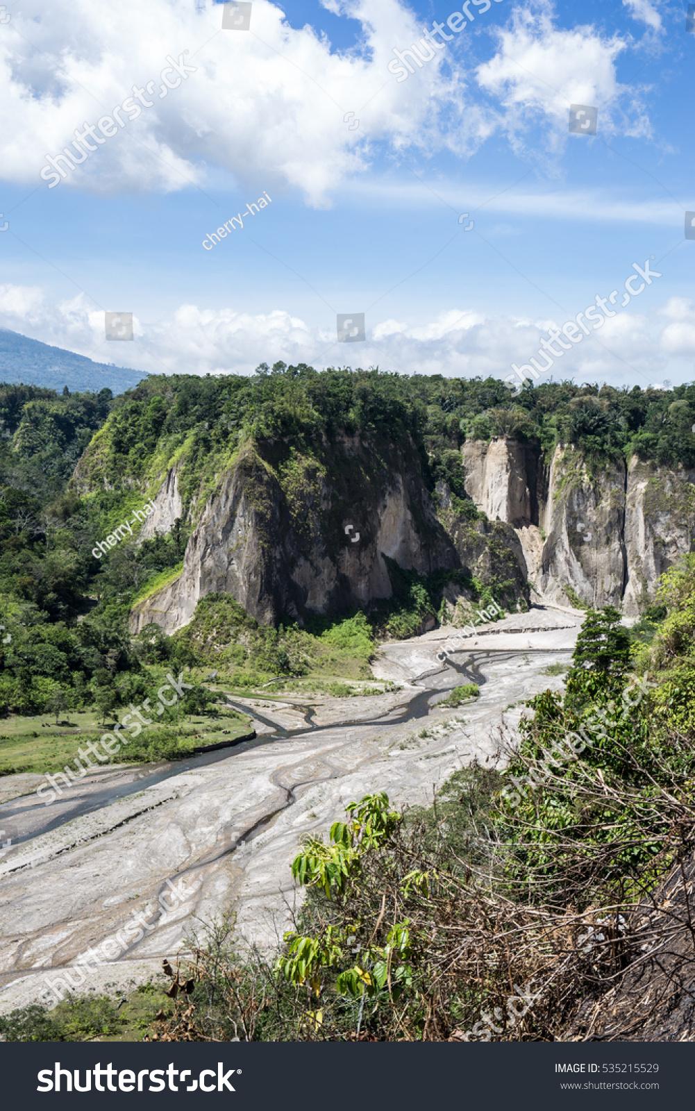 Indonesia. Sumatra. Rainfall in the canyon 31