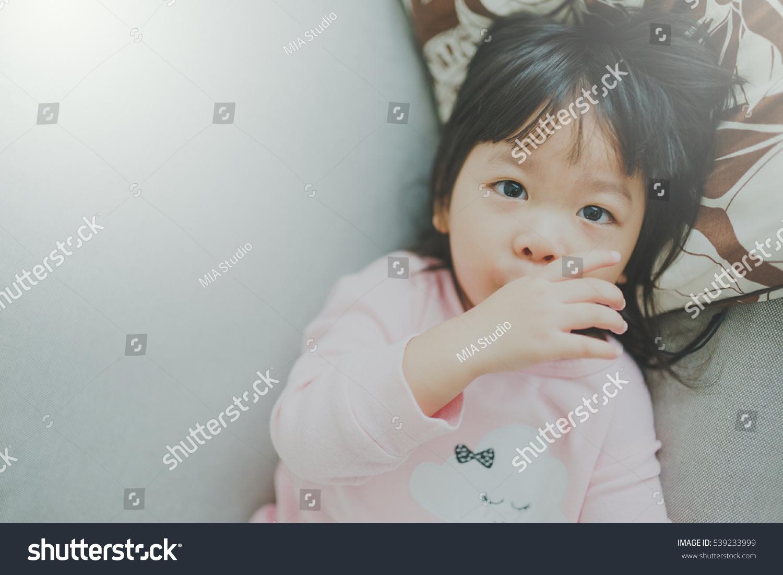Японская девушка сосет член, Милая японская девушка сосет член - ПорноЛента 21 фотография