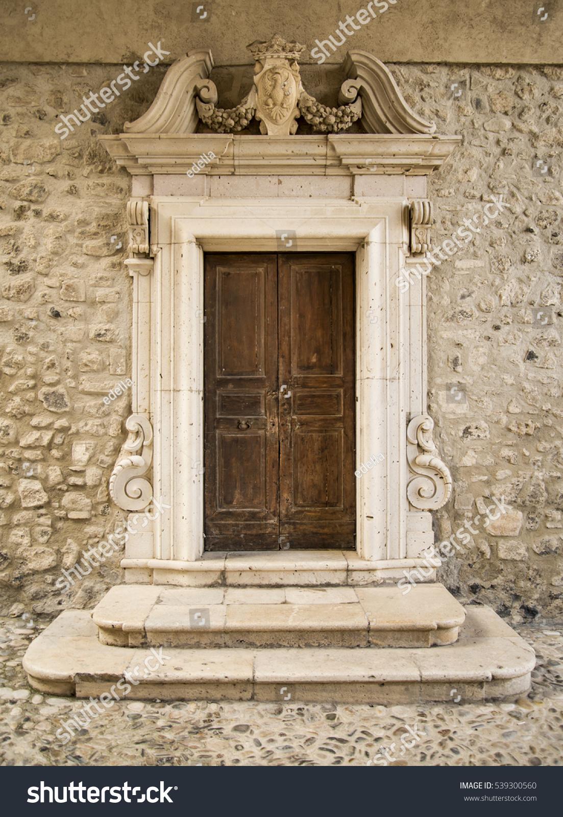 Old Italian door & Old Italian Door Stock Photo (Download Now) 539300560 - Shutterstock