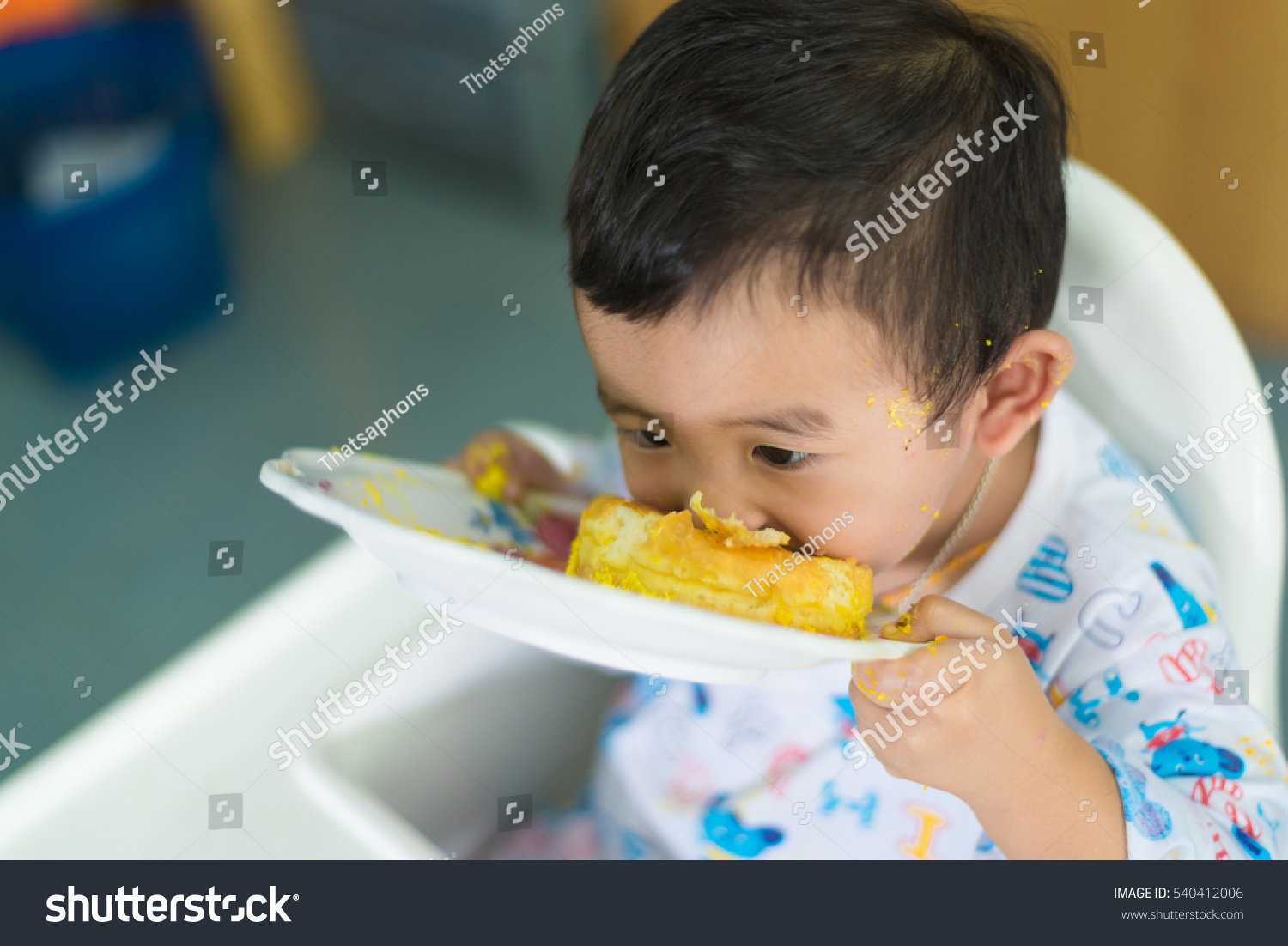 Asian Kid Eating Birthday Cake Cream Stock Photo 540412006