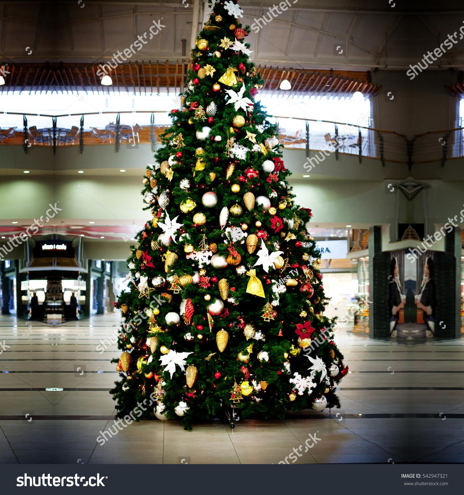 Big Christmas Tree Colorful Lights Christmas Stock Photo Edit Now 542947321