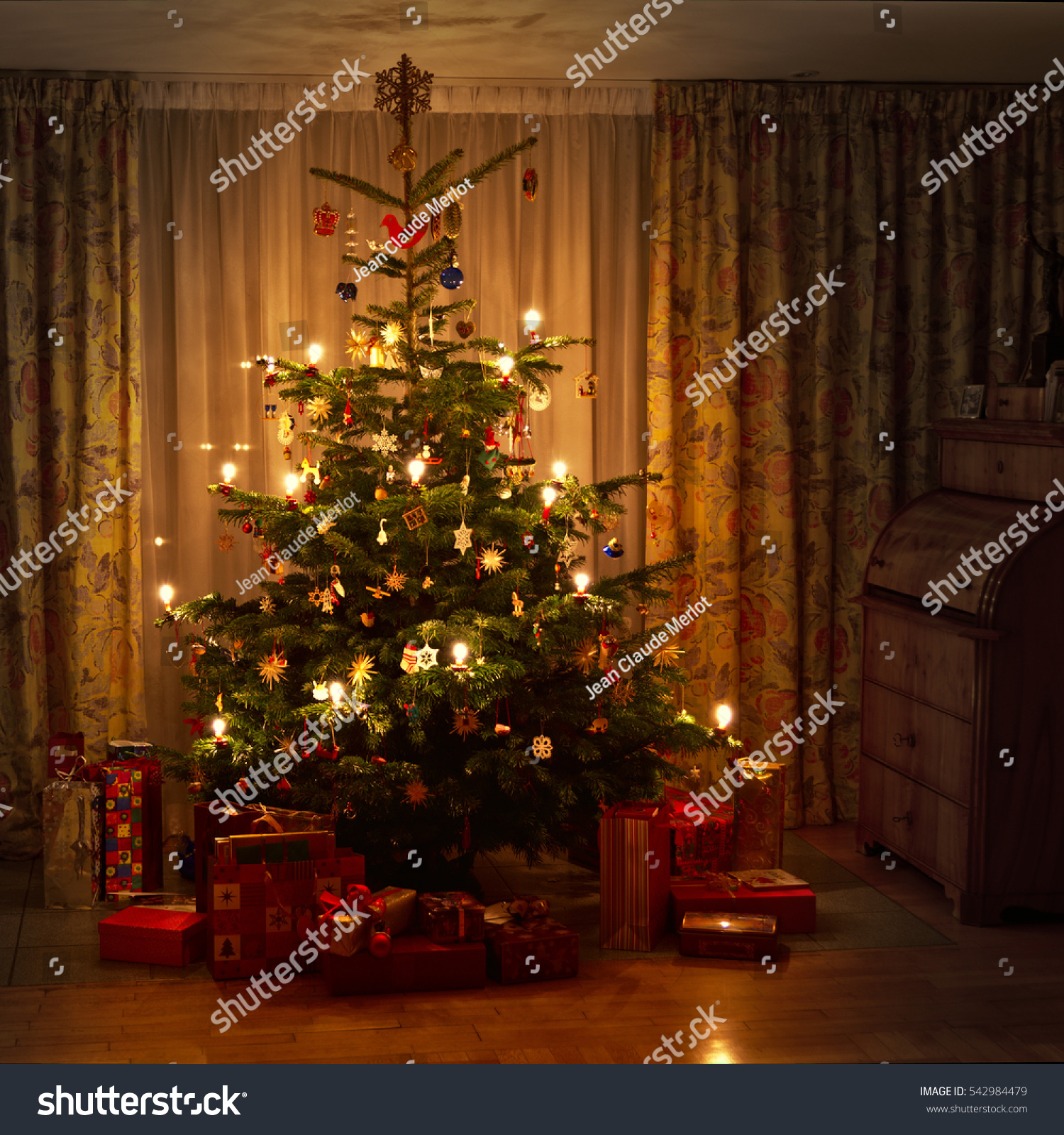 Real Weihnachtsbaum.Christmas Tree Real Candles Weihnachtsbaum Mit Stock Photo