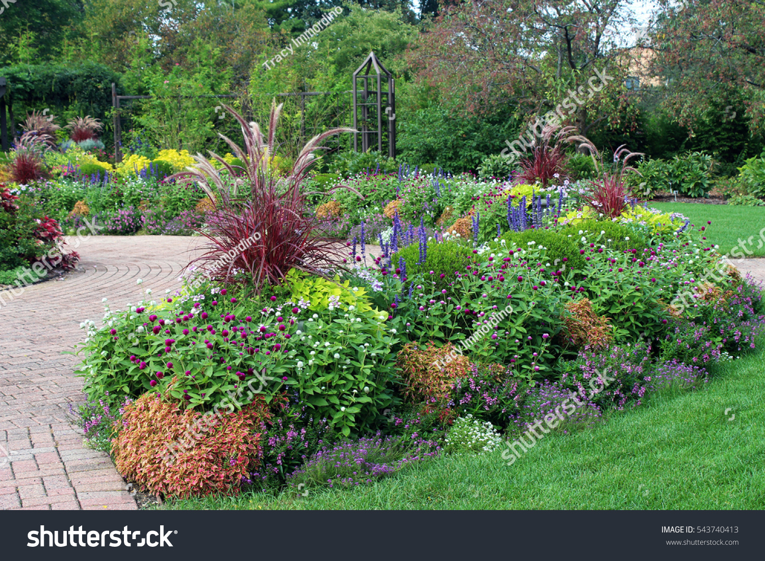 The Perennial Garden In Full Bloom During The Summer At Olbrich Botanical  Gardens In Madison,
