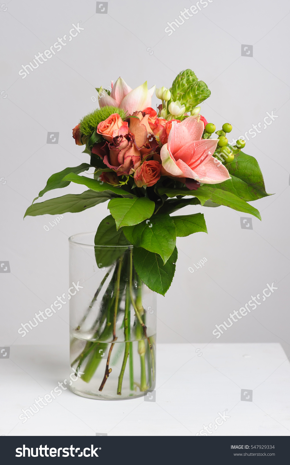 Flower arrangement on table bouquet roses stock photo image flower arrangement on table bouquet of roses in vase white background izmirmasajfo