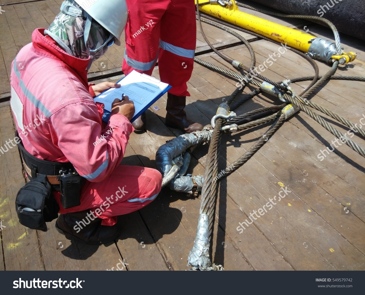 Lifting Supervisor Conducting Wire Sling Safety Stock Photo ...
