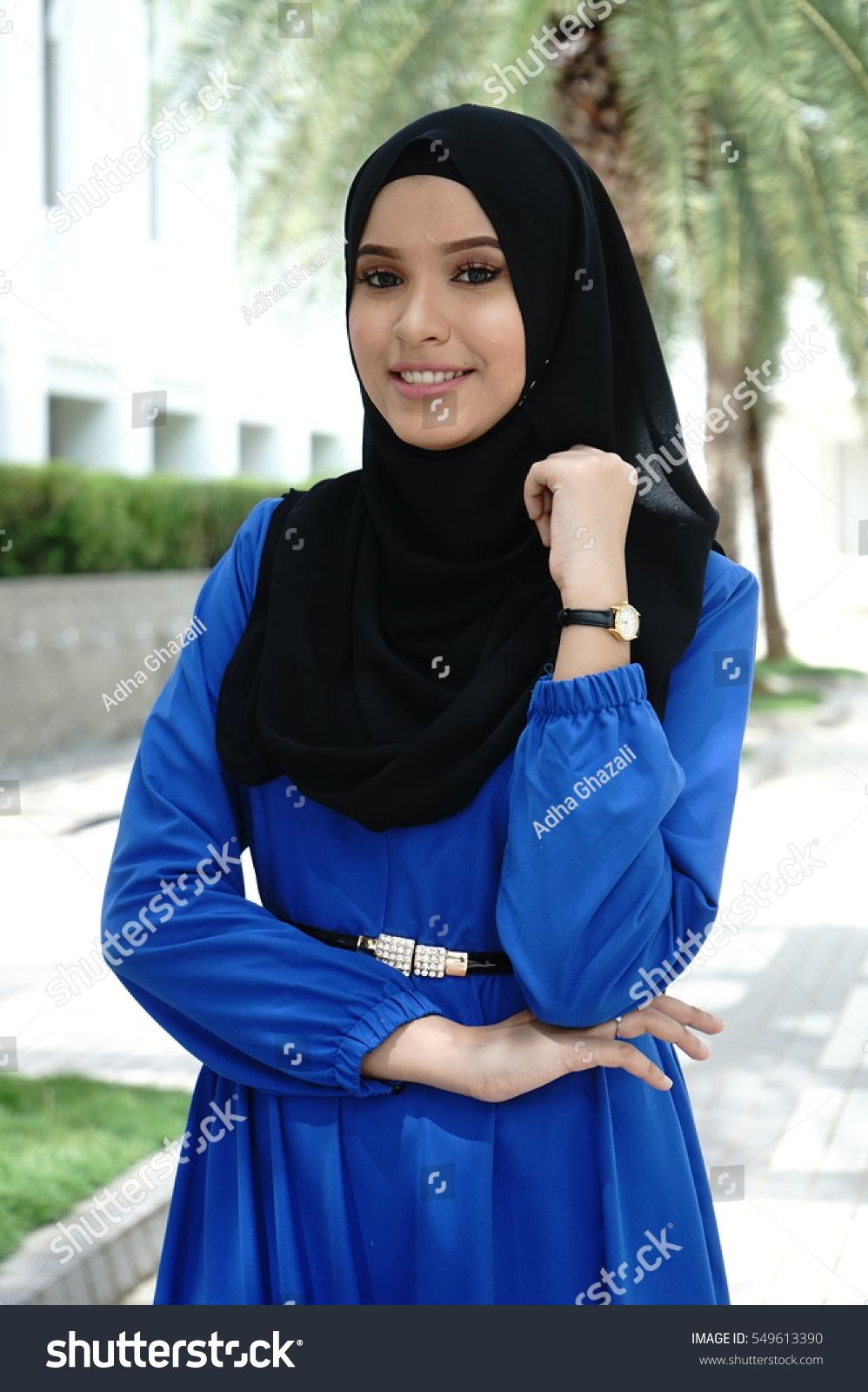 Portrait Young Beautiful Asian Muslim Woman Stock Photo 549613390 - Shutterstock-7287