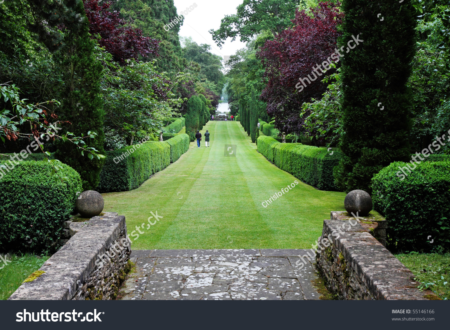 english landscape garden The english landscape style is the known influence that shifted from formal, symmetrical gardens to a looser, irregular style the english garden was a turn of the.