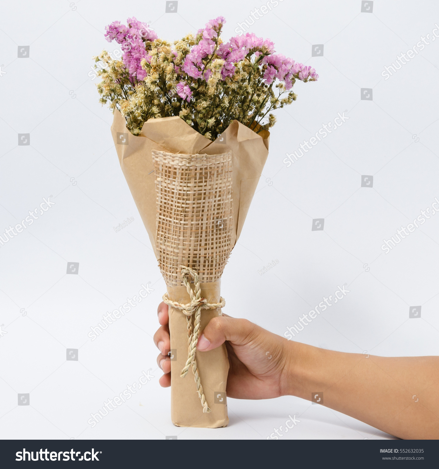 Bouquet beautiful dry flowers wrapped brown stok fotoraf 552632035 bouquet beautiful dry flowers wrapped brown stok fotoraf 552632035 shutterstock izmirmasajfo