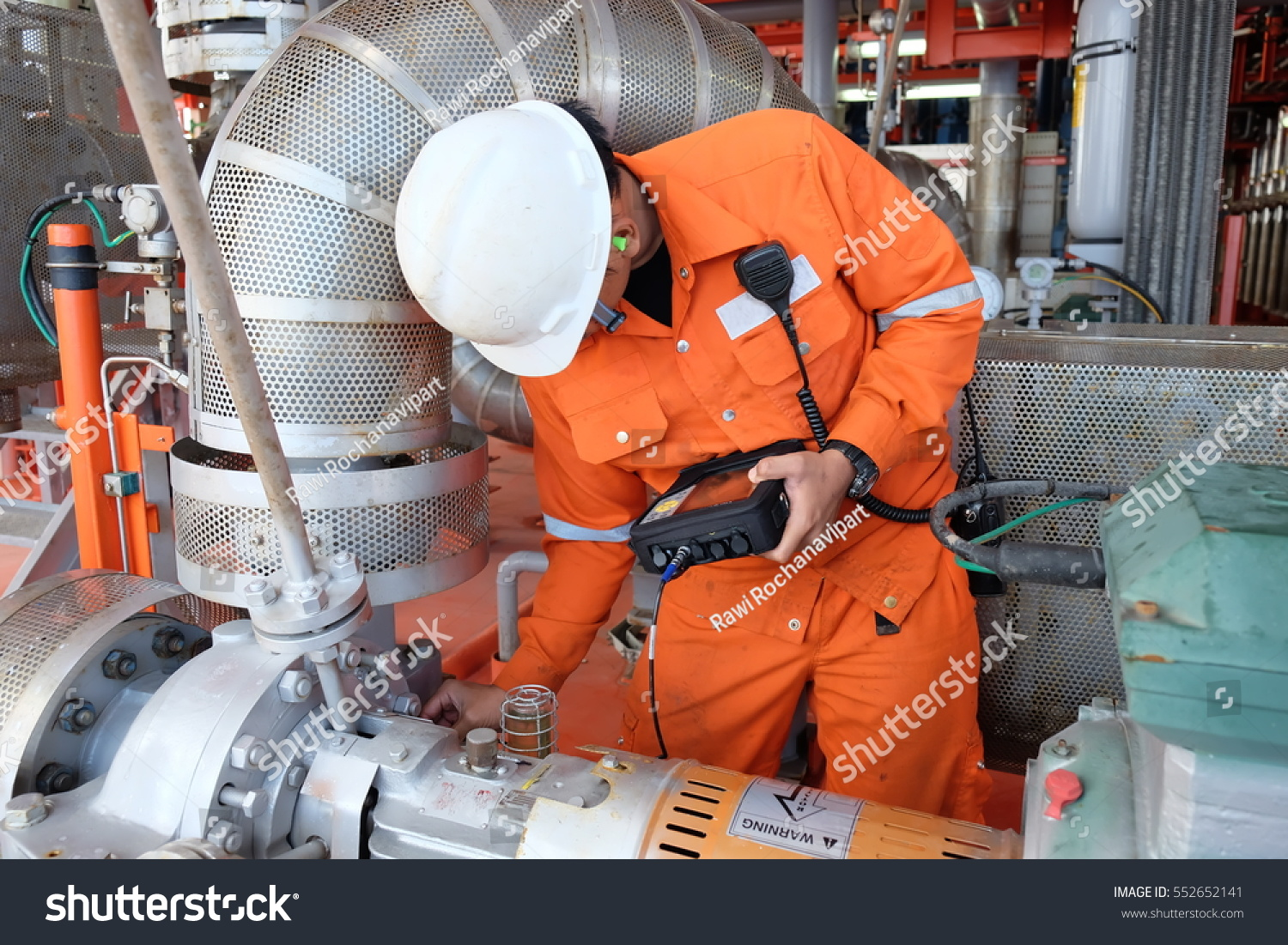 Immage Offshore Engineering : Mechanical engineer measurement centrifugal pump vibration