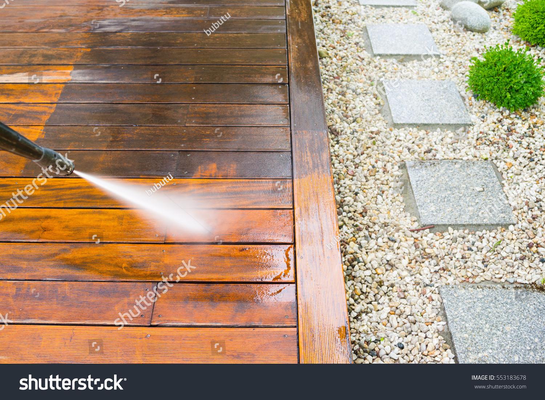 Foto De Stock Sobre Terraza De Limpieza Con Lavadora De