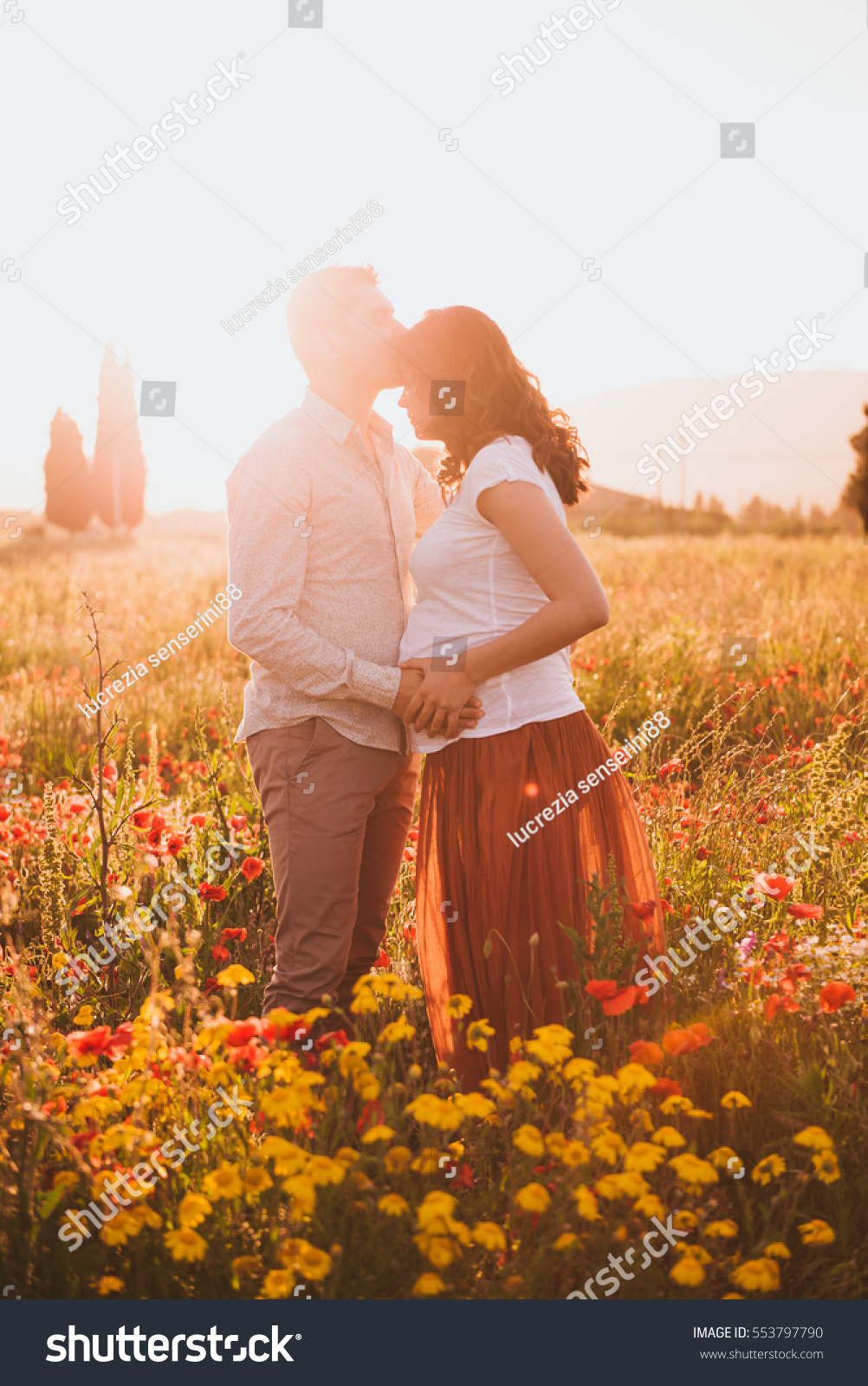 Theme Romantic Couple Pregnancy Outdoors