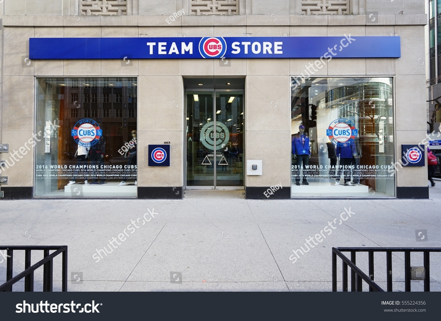watch 2cb5a 6e92d Chicago Cubs Apparel Michigan Ave