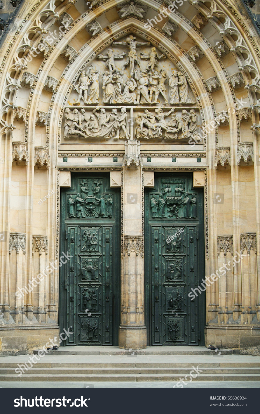 Stylish door entrance to saint vitus cathedral at for Door z prague