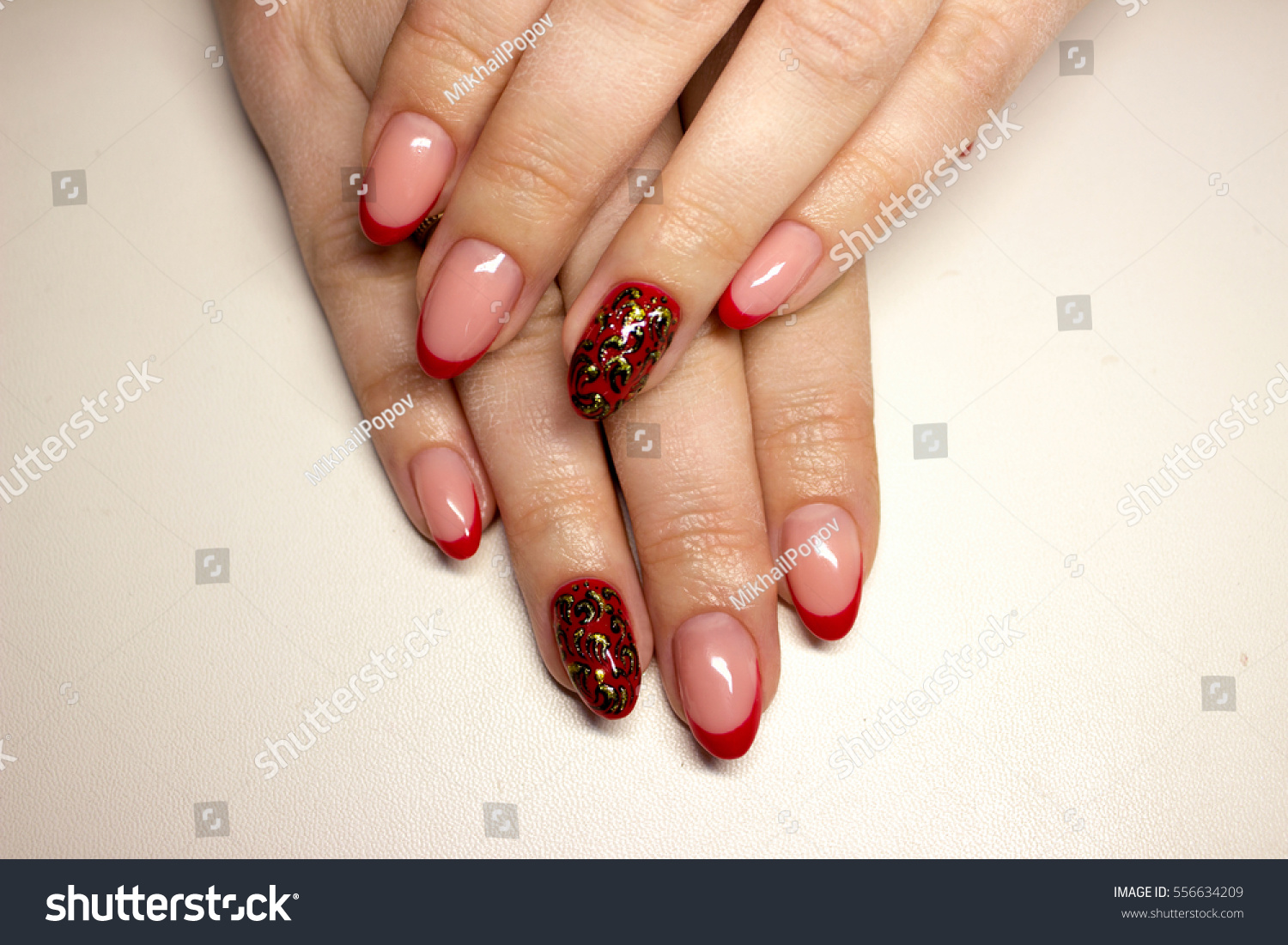 Nails Beautiful Manicure With A Pattern And Rhinestones Ez Canvas