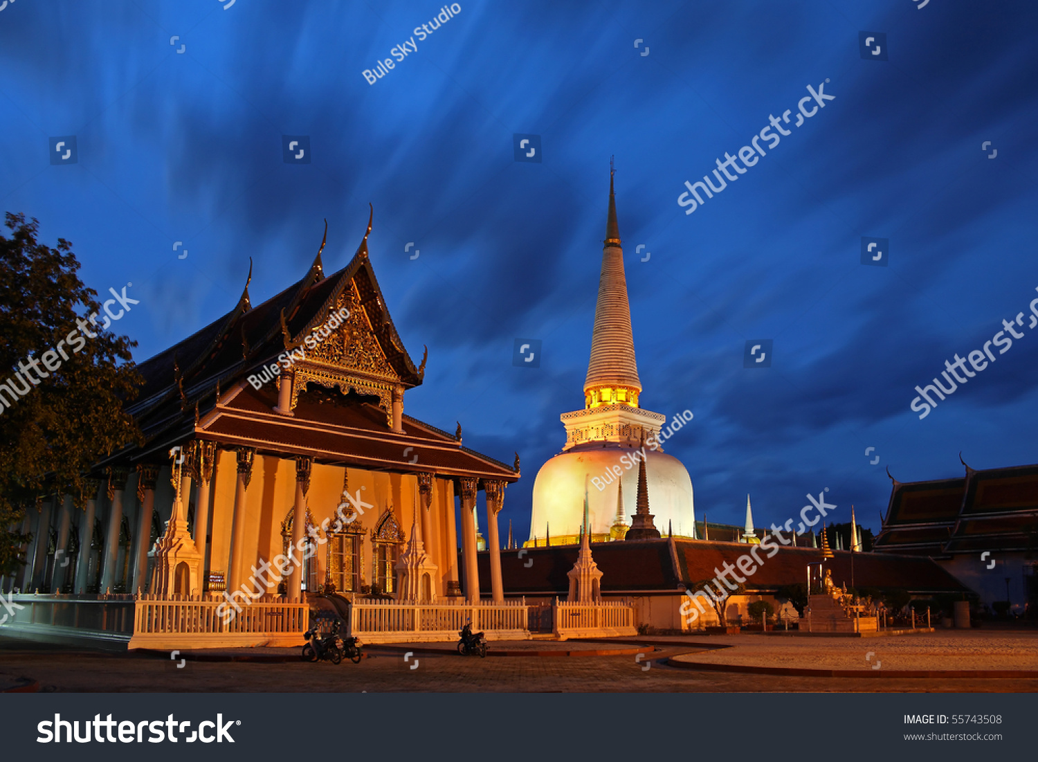 Pagoda and architecture at wat mahathat in nakhon si for Wat architecture