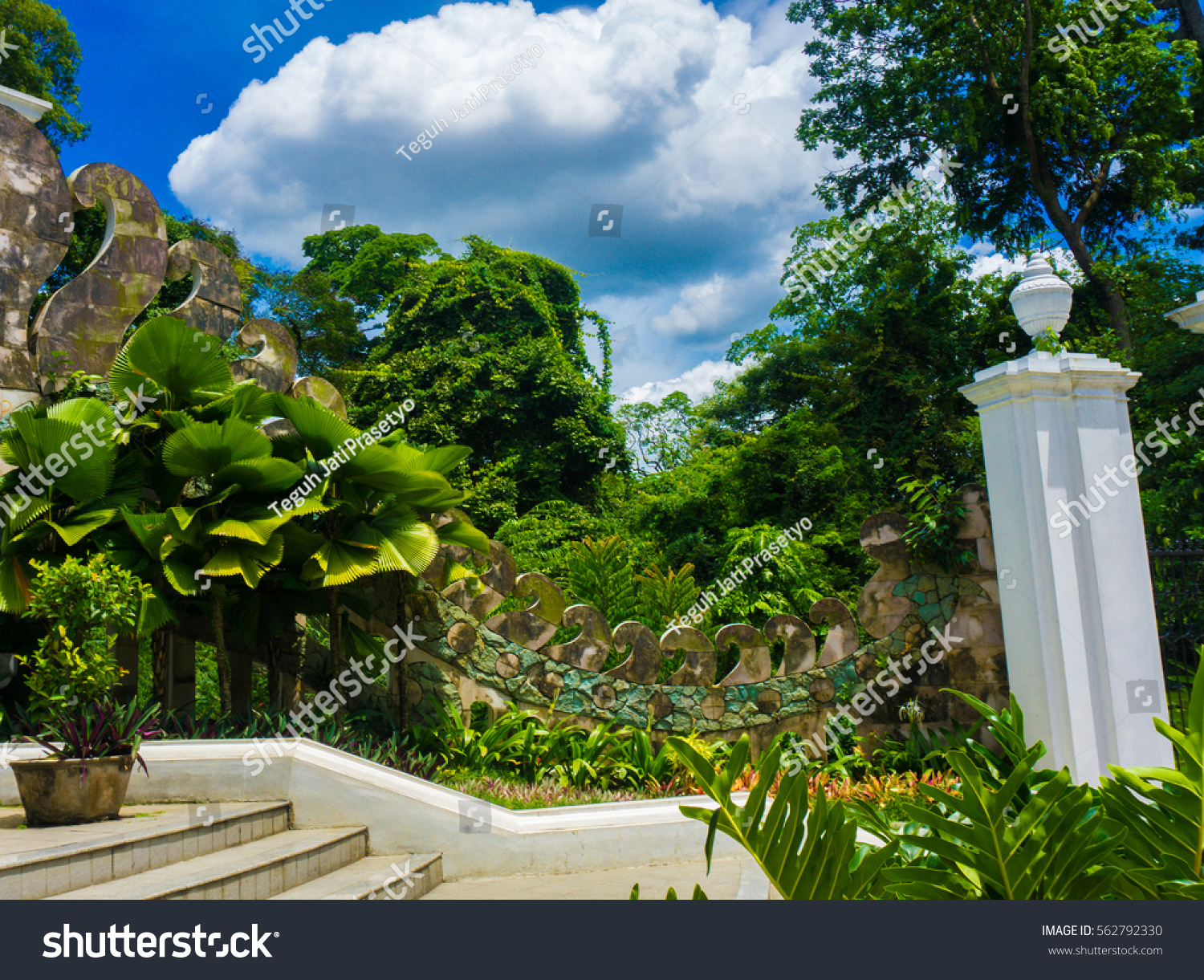 A Beautiful Garden Landscape With Stairs And White Pillar Photo Taken In  Kebun Raya Bogor Indonesia