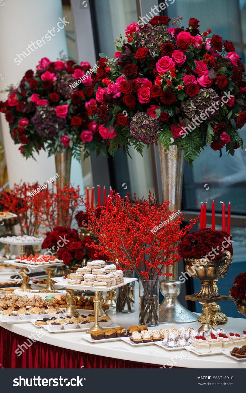 Snack Dessert Table Party Stockfoto (Jetzt bearbeiten) 565716910 ...