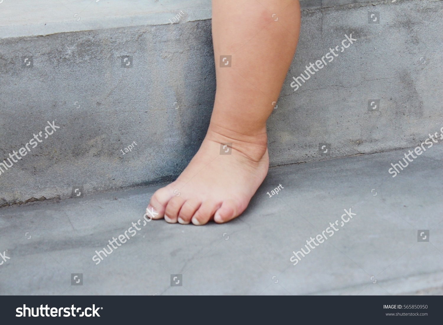 asian feet child aged 1 year stock photo (edit now) 565850950