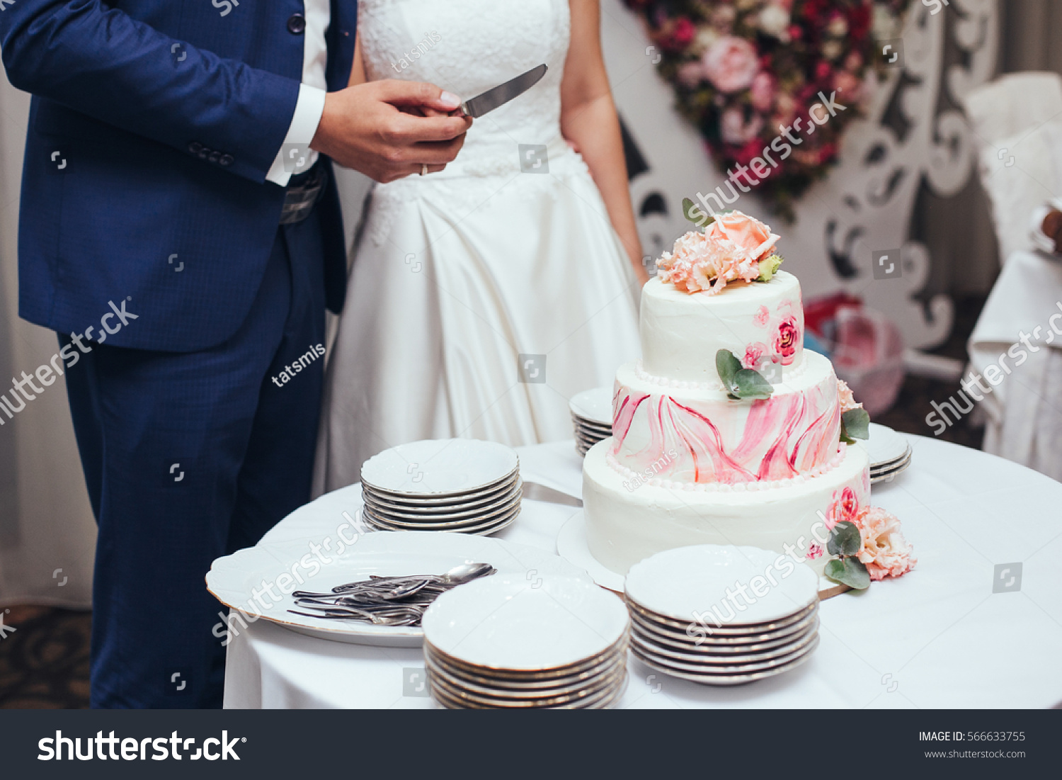 bride groom cut rustic wedding cake stock photo 566633755 shutterstock. Black Bedroom Furniture Sets. Home Design Ideas