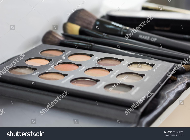 Palette Concealer Correctors Makeup Base Kit Stock Photo 571014883  # Salon En Palette
