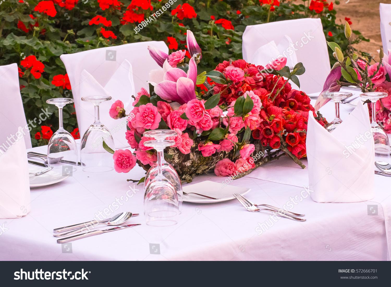 Beautiful flower arrangement on dinner table stock photo royalty beautiful flower arrangement on dinner table stock photo royalty free 572666701 shutterstock izmirmasajfo