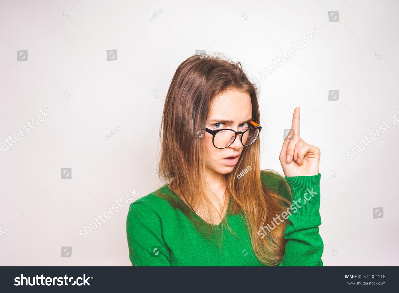 Шикарная девушка показывает