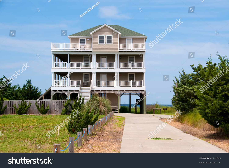 A three story beach house on the atlantic ocean in the usa for Three story beach house