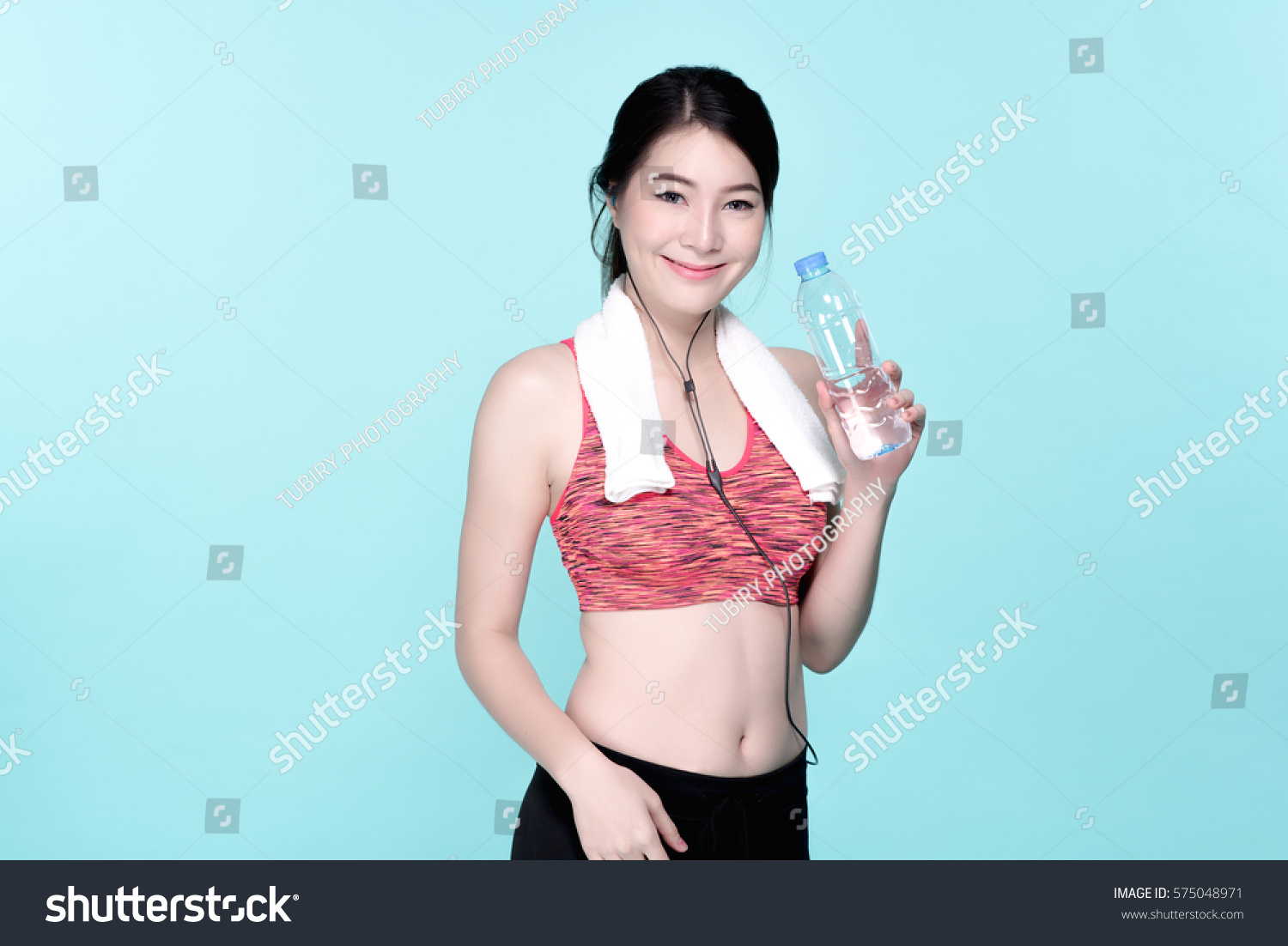 82f4c17ac5 Asian Woman Sport Workout and Exercise Concept. Slim body girl relax with  earphone and drinking