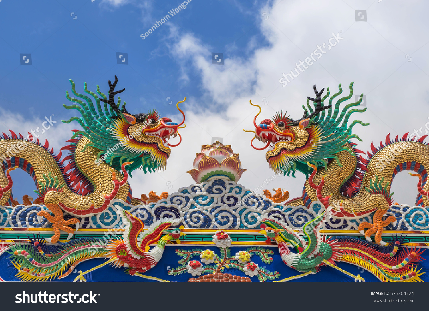 colorful chinese dragon statues on roof decoration chinese temple